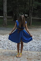 blue vintage 70s dress - yellow Forever 21 shoes - brown H&M belt - silver miche