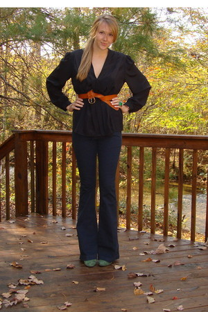 black vintage 80s blouse - brown H&M belt - blue free people jeans - green ann t