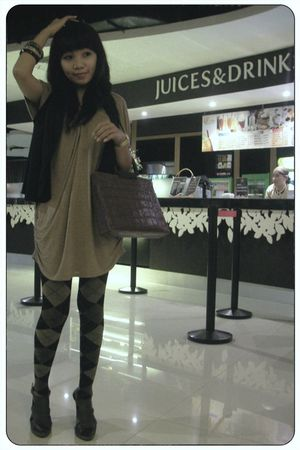 brown dress - black vest - bracelet - tights - brown shoes - brown Aris accessor