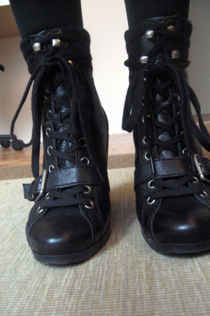 black Nine West boots