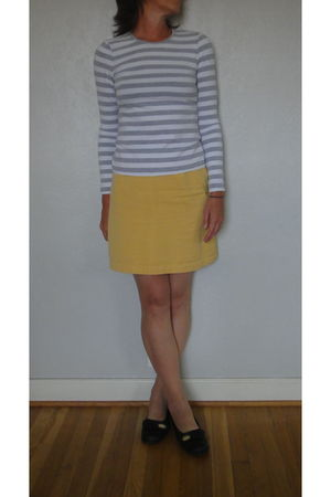gray unknown t-shirt - yellow banana republic skirt - black born shoes