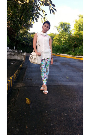 white Treexshop bag - blue Kath Eleni pants - pink sugar kissed necklace