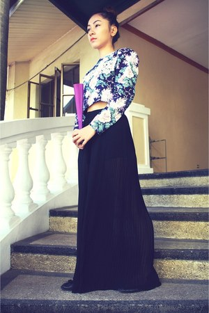blue Victorian Vintage floral top - black Zara skirt pants