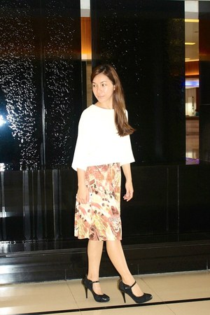 tawny vintage skirt - black M&S shoes - ivory Mango crop top