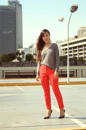 gray The Ramp top - red Zara pants
