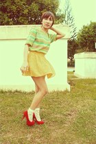 yellow lonely planet skirt - cream Forever21 socks - red People are People heels