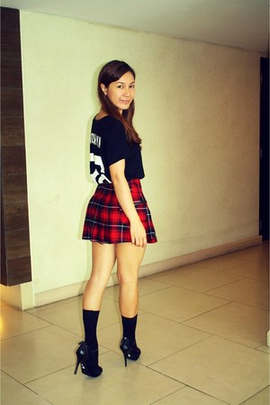 brick red Forever 21 Tartan skirt - black Zara t-shirt