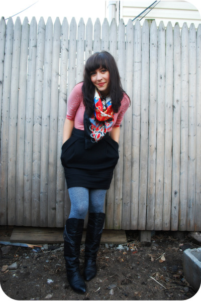 gray HUE tights - black thrifted boots - red H&M shirt - blue f21 scarf