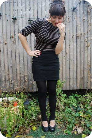 brown Dusty Rose Vintage sweater - black H&M skirt