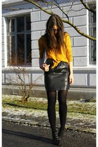 black Thomas Burberry skirt - mustard lindex sweater - silver H&M purse