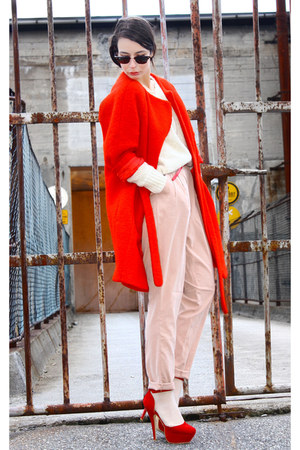 red H&M Trend coat - cream H&M sweater - peach BikBok pants - red Bianco pumps