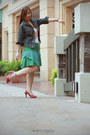 Green-cotton-skirt-white-cotton-top-hot-pink-printed-heels