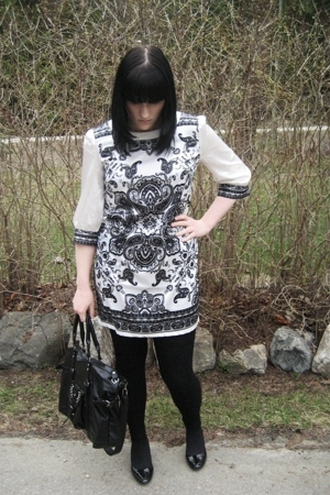 Urban Behaviour dress - H&amp;M tights - predictions shoes - random purse