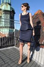 Navy-gina-tricot-dress-navy-giorgio-armani-bag-crimson-ray-ban-sunglasses
