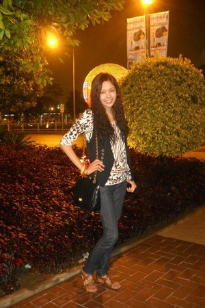 Mango jeans - quilted juicy girl bag - zebra prints random top - black thrifted