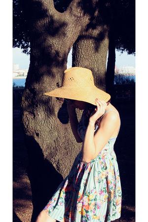 blue vintage dress - beige vintage hat