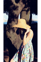 blue vintage dress - beige vintage hat