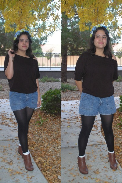dark brown top - brown boots - black tights - blue denim shorts