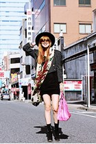hot pink ginger bag - burnt orange Michael Kors sunglasses