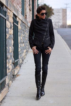 black motorcycle jacket - black boots - black jeans