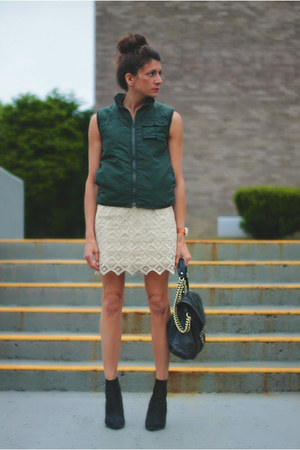 ivory BB Dakota skirt - dark green vintage vest - Kurt Geiger heels