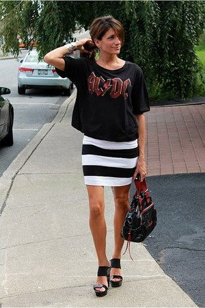 H&M skirt - black t-shirt - black Jessica Simpson wedges