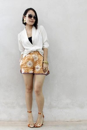 burnt orange Zara shorts - cream Silence  Noise shirt - carrot orange Zara heels