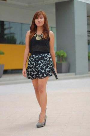 Zara skirt - sm accessories wallet - thrifted blouse - janeo heels