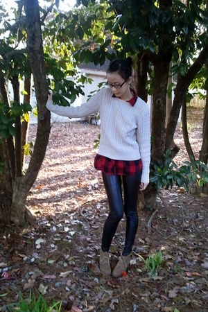 black pleather Sfera leggings - camel leatherette boots - red derek heart shirt