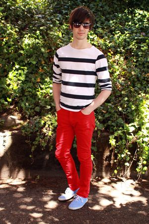 red H&amp;M pants - blue Urban Outfitters shoes - blue H&amp;M top - black H&amp;M glasses