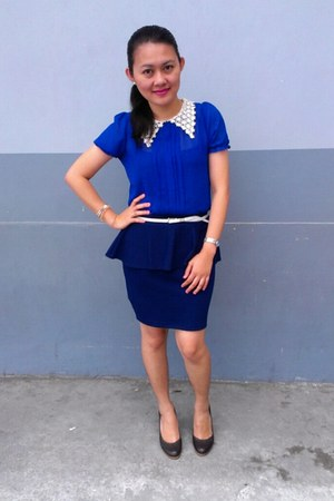 blue peplum skirt - brown pumps - white skinny belt belt - blue top
