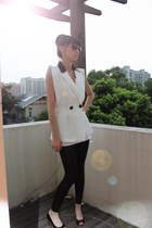 white top - black leggings - dark khaki bag