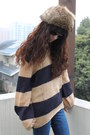 Dark-brown-hat-navy-jeans-bronze-sweater-black-pumps