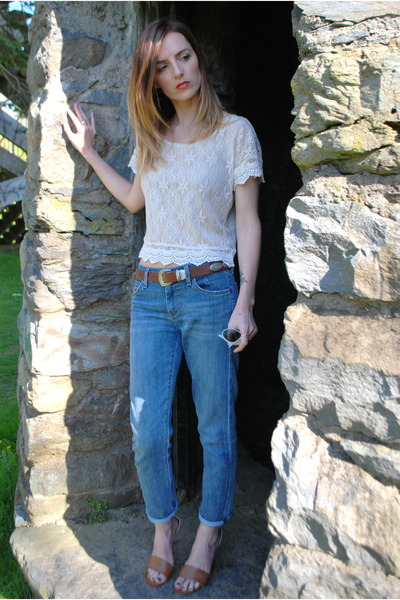 blue boyfriend jeans goldsign jeans - light blue erika ray-ban sunglasses