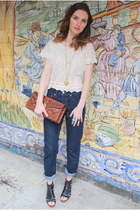 ivory lace tee shirt - navy Levis jeans - brown bag