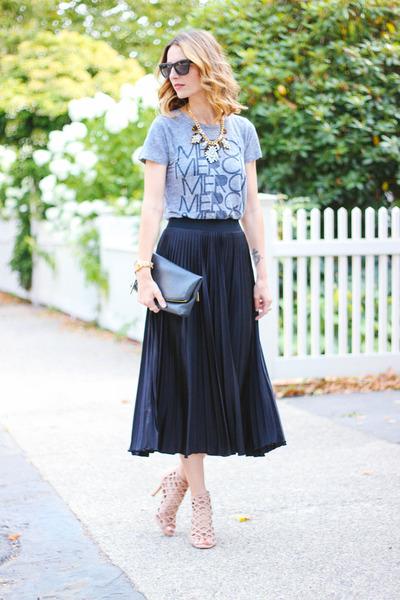 black pleated Nordstrom skirt - heather gray graphic tee JCrew shirt