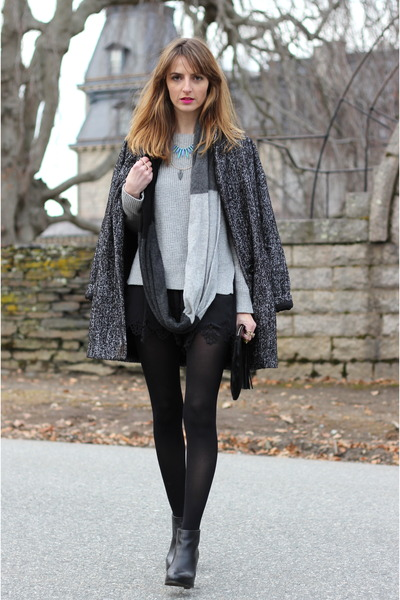black black Gypsy05 shorts - heather gray knit Gap sweater