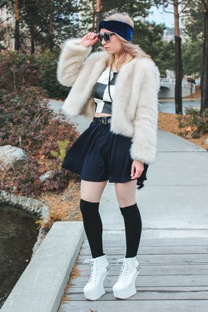 white faux fur UNIF jacket - black zeroUV sunglasses