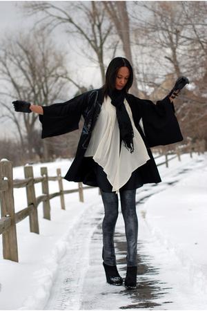 black BCBG boots - beige H&M vest