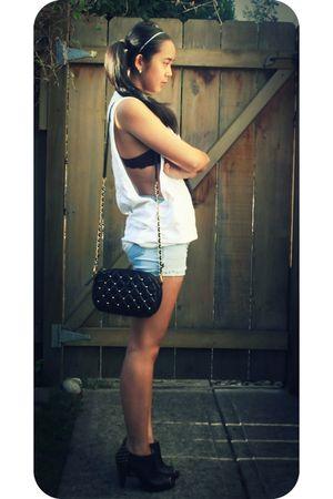 white DIY t-shirt - blue DIY shorts - black off the wall bag - black roberto via