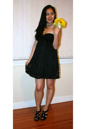 black Forever 21 dress - black Spring shoes - gold Aldo accessories - gold Forev