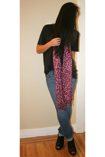 t by alexander wang t-shirt - Urban Outfitters scarf - Old Navy jeans - roberto