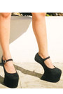 Black-heel-less-das-shoes-black-celine-bag-blue-glitterati-shorts