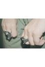 Ring-ring-stradivarius-shirt-gloria-ortiz-sandals-stradivarius-belt