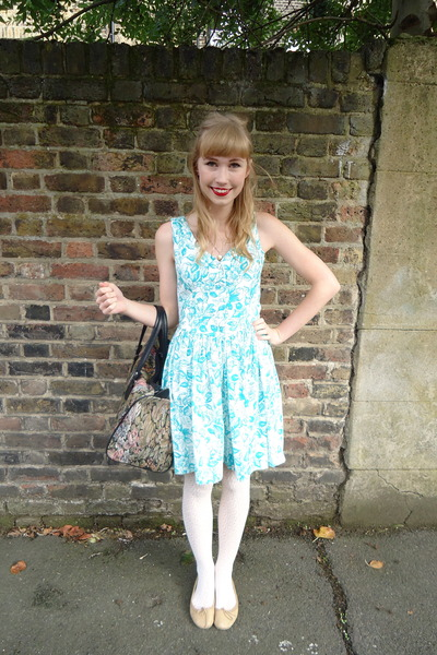 tapestry vintage bag - Vintage Laura Ashley dress - Forever 21 tights