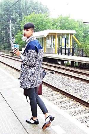 blue leopardblocked asos blazer - white black and white asos shoes