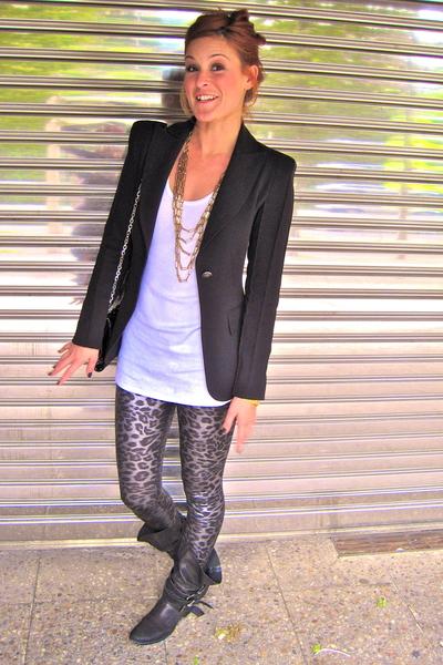 Zara blazer - t-shirt - Pili & MIli necklace - Pili & MIli leggings - Zara boots