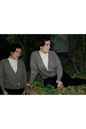 brown vintage cardigan - white Calliope blouse - black Zara pants