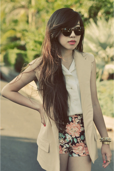 neutral BB Dakota Sleeveless blazer - peach Zara shorts