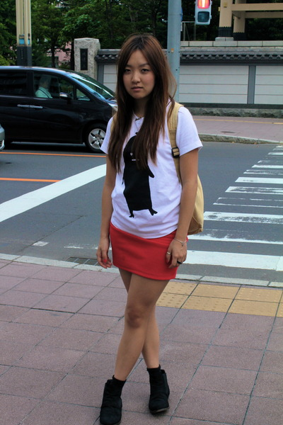 Graniph Design t-shirt - black ankle boots - red skirt skirt